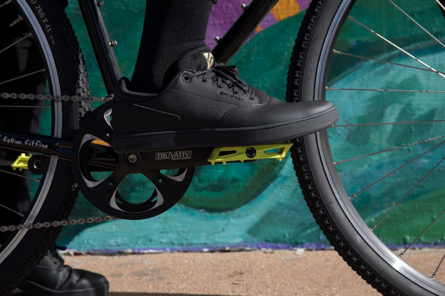 The iSSi Thump pedal has a concave shape for maximum comfort and security.