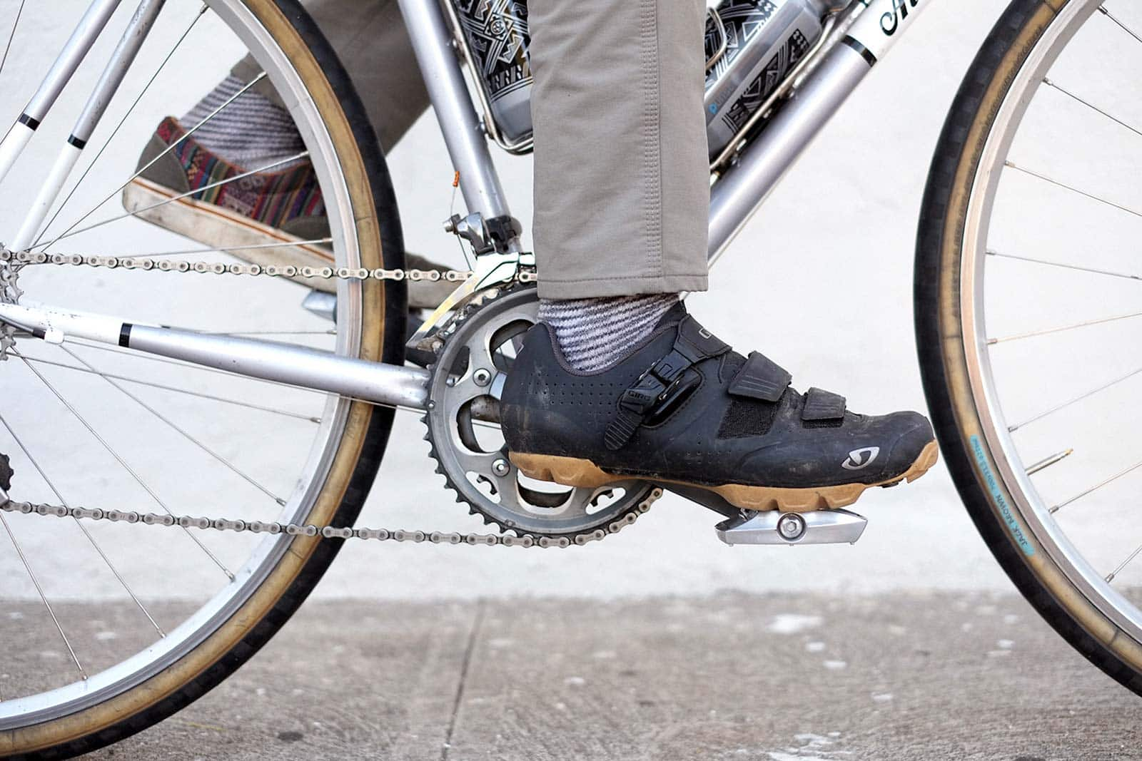iSSi flip dual purpose pedal on a commuter bike
