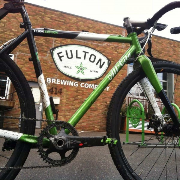 Green iSSi II pedals on a green All-City Fulton Team bike